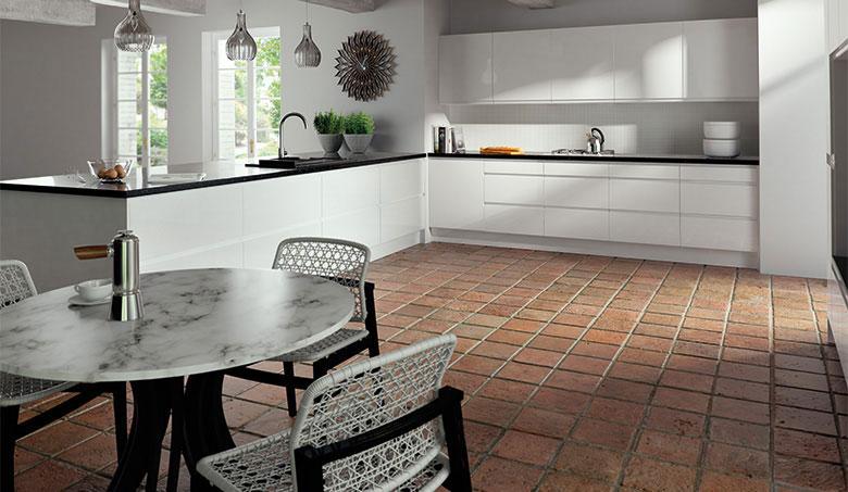White Gloss Kitchen Door Fronts: Gloss White Handleless (J-Pull)
