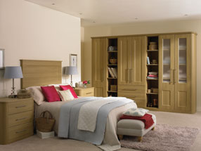 Cambridge Bedroom in Lissa Oak