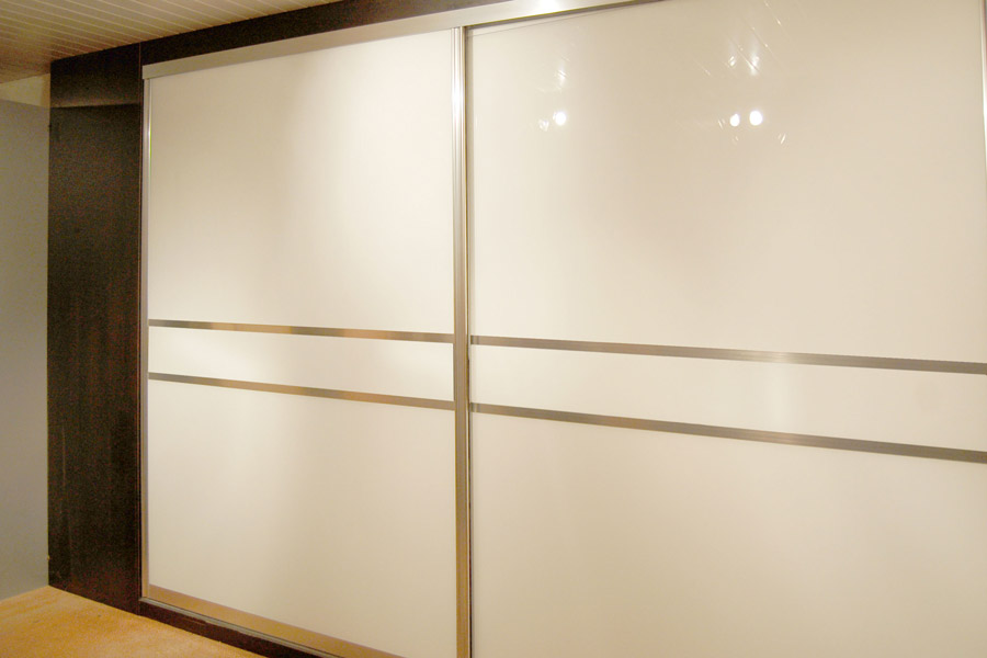 Made to measure sliding wardrobe doors diy homefit ltd for Bedroom sliding door cupboard designs