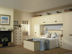 Newport Bedroom in Vanilla