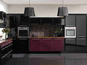 Venice Kitchen in Riven Blackberry & HG Black